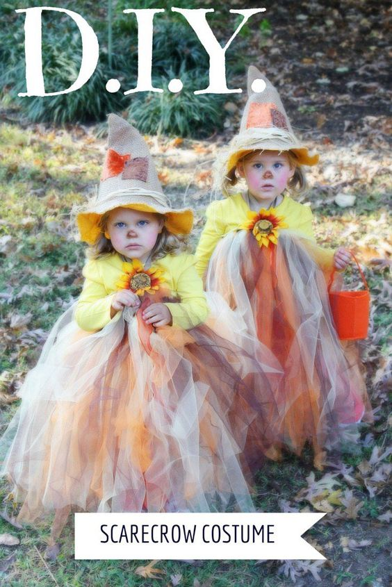 DIY Kids Halloween Costume - soooo cute, these scarecrow outfits are really easy to make!