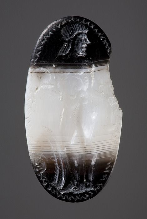Warrior with sword and shield. Etruscan ringstone, 300 BC-100 BC  Agate. 2,1 x 1,1 cm Inventory number: I64