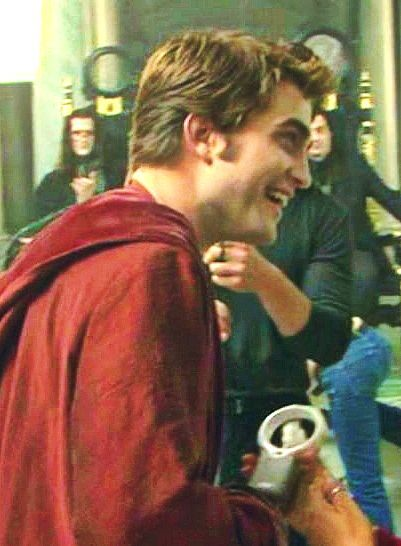 Rob gets a birthday cake on New Moon set