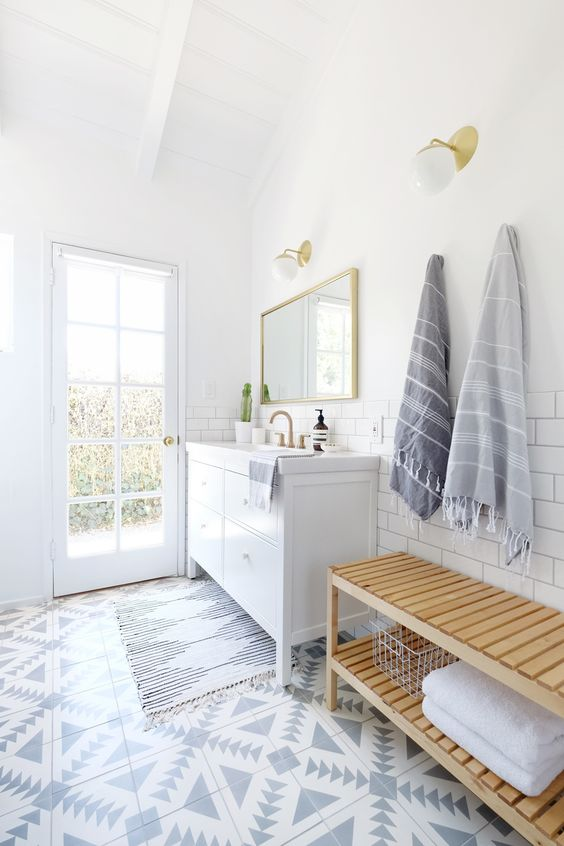 Photography: Jen Ha of Hello Hoku - www.hellohoku.com/ Read More on SMP: http://www.stylemepretty.com/living/2016/08/04/calling-all-patterned-tile-lovers-this-bath-reno-will-steal-your-heart/