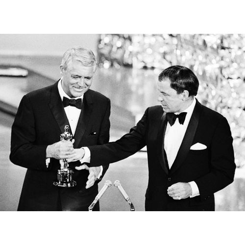 Frank Sinatra presents Cary Grant with an honorary Oscar at the 1970 Academy Awards.
