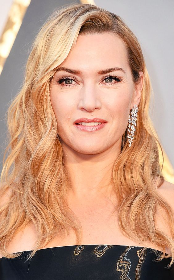 Kate Winslet has walked this carpet a few times and her beauty look is usually on point. This year she went with effortless waves and the result was stunning.