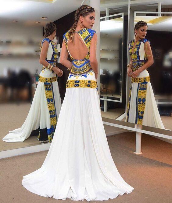 Ready!!! #bailevogue2016 Carnival Gala! Wearing @trinitacouture  @voguebrasil Pronta! Com vestido deuso feito por @trinitacouture  Estampa inspirada no tradicional traje Africano - Dashiki! ( @rodrigo.zorzi):