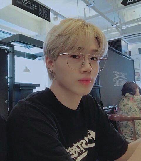 Kpop Blonde Boy Glasses Black Shirt Blonde Hair Korean Blonde Hair Kpop Boys Glasses