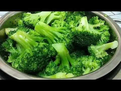 مصطفـــــــــــى محمـــــد الغـــذاء والصحــــــــــة طريقة عمل أقراص القرنبيط المخبوزة شوربة الطماطم والفلفل وصفات أخرى Broccoli Vegetables Food