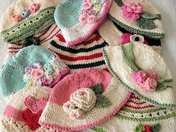 Knitting Pattern For Christmas Rose : Christmas hats, Knitting patterns and Knitted baby on Pinterest