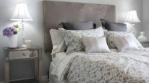 Resultado de imagem para como arrumar travesseiros na cama