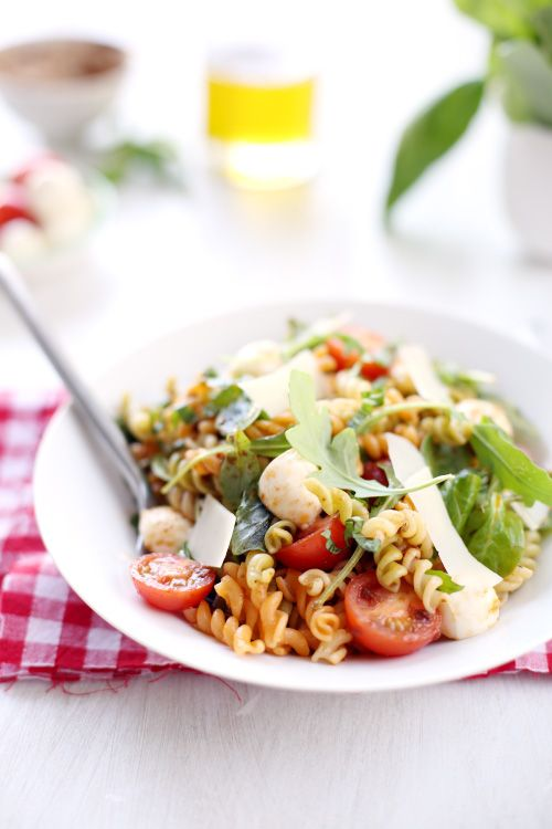 Salade de pâtes italienne (roquette, tomate, mozzarella, parmesan)