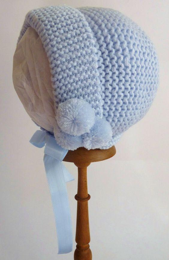 capota bebé de lana azul. Liquidación, prepárate para el frío!!! Los puedes ver en: https://cmcanastillasyregalos.wordpress.com/2014/10/15/liquidamos-gorros-y-capotas-de-bebe/
