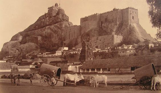 Rock+Fort+Temple+in+Tiruchirapalli,+Tamil+Nadu+-+c1880's