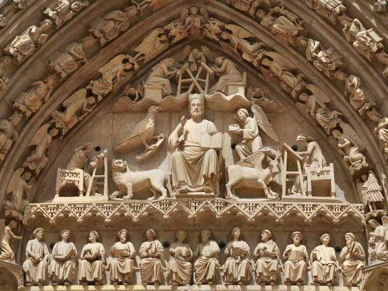 Catedral Burgos, tímpano de la puerta del sarmental, (1235-1240). Iconografía del Juicio Final, con Cristo en Magrstad, tetramorfos. Dintel con apóstoles y en las arquivoltas los ancianos del Apocalipsis. VINCULACIÓN CON LA ESCULTURA DE AMIEMS, en particular con la portada occidental.