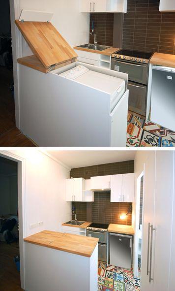 Nous vous avions déjà présenté dans une note précédente, la rénovation de ce petit appartement parisien. Voici plus de détails sur le meuble bar qui sépare l'entrée de la cuisine et dans lequel nous avonsdissimuléle lave linge.   Ce meuble a été fabriqué, sur mesure en MDF