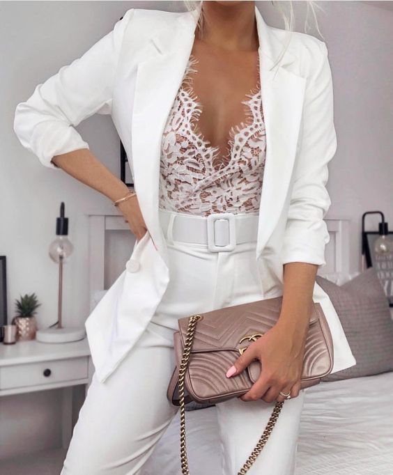 Brilliant White / Moda 2020 / Moda Verão 2020 / Street Style / Moda / Outfit / Look de verão / Look do dia / Outfit Ideas / Outfitt / Look Of The Day / Outfit Of The Day / Fashion Blog / Moda Feminina / Estilo De Rua / Street Fashion / Streetwear / Moda De Rua / Primavera / Cores do verão 2020 / All White / Look todo branco /