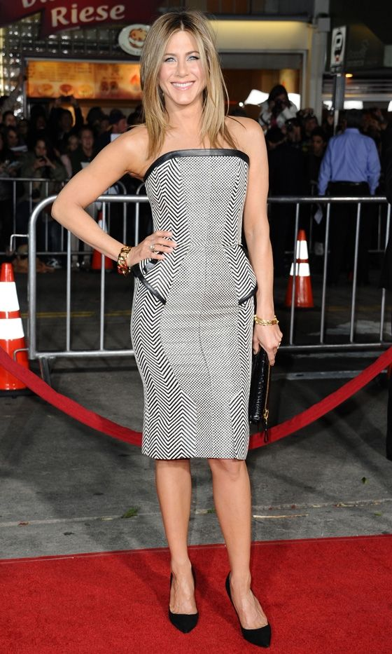 optical illusion dress jennifer aniston