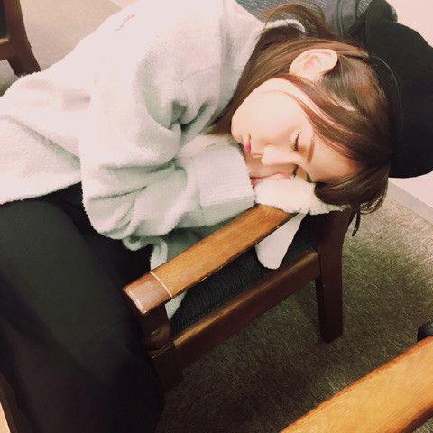 居眠りしている大場美奈