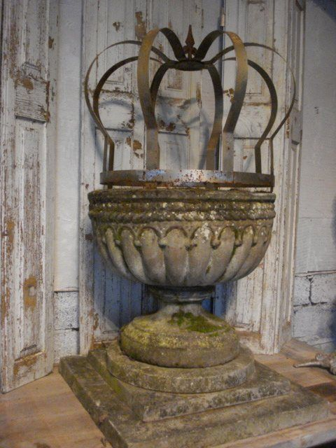 awesome garden urn with a crown!