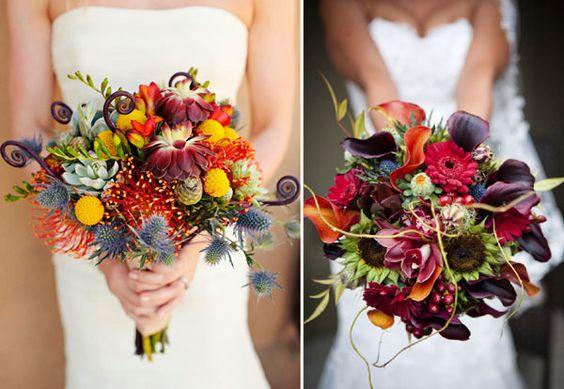 Contrairement à ce que l'on pourrait penser, en automne il y a encore des fleurs ! Ainsi peuvent faire partie de votre composition : dahlias, anémones, marguerites, baies et plantes…