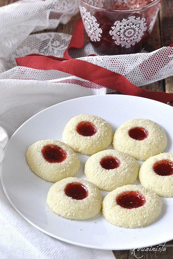 Μπισκότα βουτύρου με καρύδα & μαρμελάδα / Strawberry coconut thumbprint…
