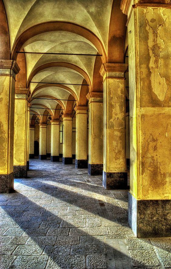Trapani, Piazza del Mercato del Pesce (by forastico on flickr)
