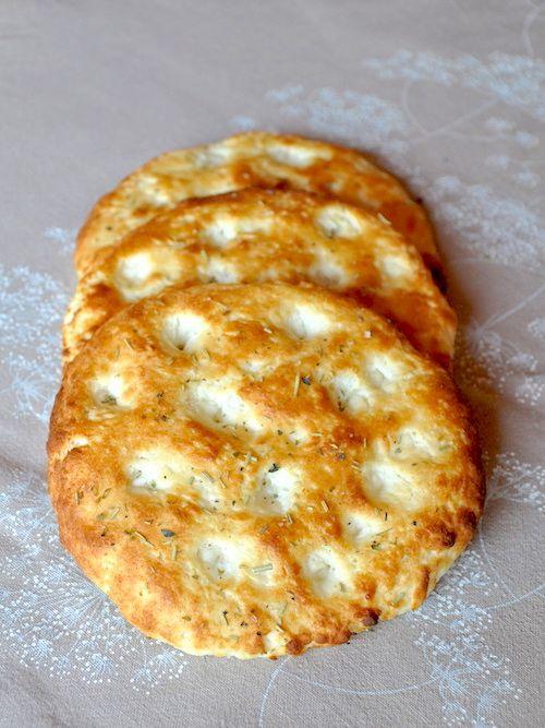 Focaccine senza glutine con mozzarella