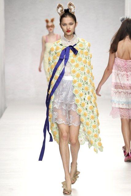 Ryan Lo A yellow flower crochet cape