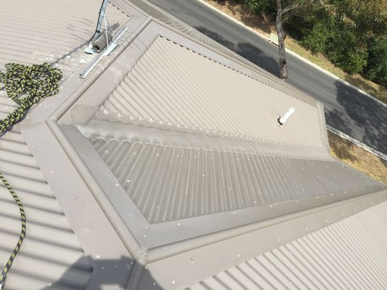 Completed Valley And Gutters On A Corrugated Colour Bond Roof With Powder Coated Aluminium Mesh And Colour Bond Clips Powder Coating Gutters Corrugated