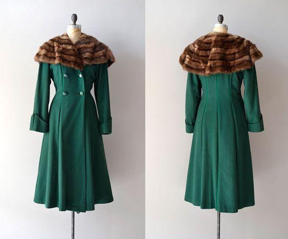 зеленое винтажное пальто с мехом