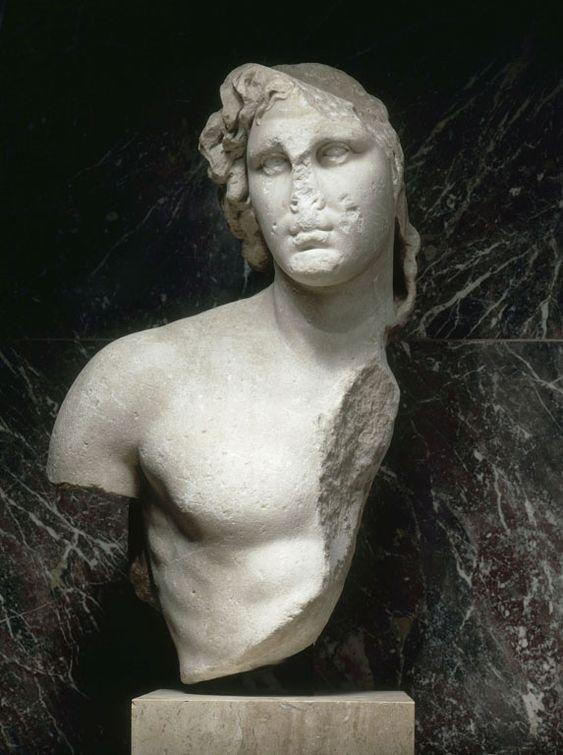 """Alexandre le Grand, dit """"l'Inopos"""", Vers 100 avant J.-C. Découvert à Délos (Cyclades, Grèce). Marbre, H. : 95 cm. I Louvre"""