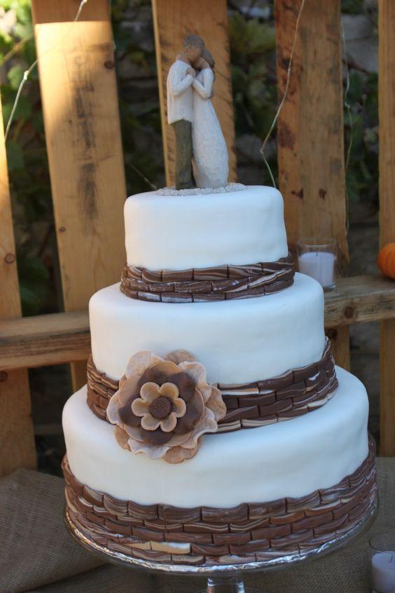 rustic wedding cakes rustic wedding cake wedding events don 39 t forget personalized napkins. Black Bedroom Furniture Sets. Home Design Ideas