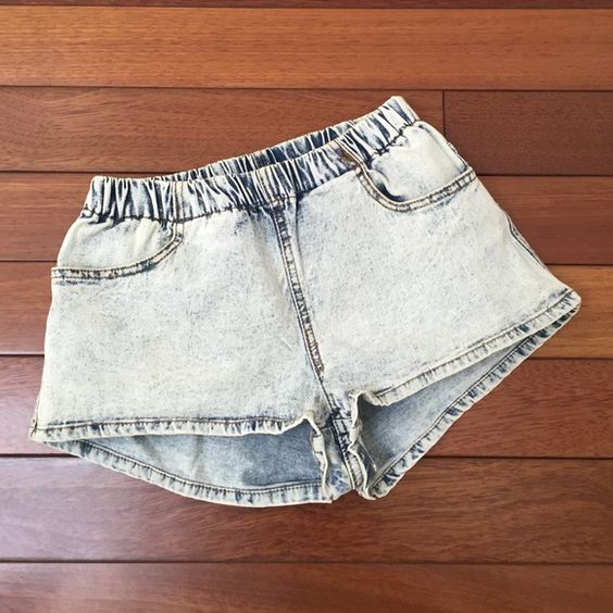 H&M Acid Wash Shorts Sz US4 H&M Acid Wash Denim Look Shorts Sz US4. Pre owned and loved very much. Two functional pockets in front. No stains or tears. Elastic waist. H&M Shorts Jean Shorts