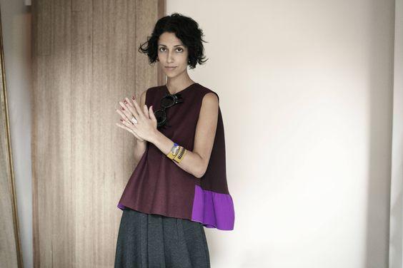 """Mit 15 begann die Australierin in der Immobilienbranche zu arbeiten, stellte jedoch schnell fest, dass dieser Job nicht der richtige ist. Also zog sie nach London, um sich in der Modewelt umzusehen. Sie versuchte sich als Stylistin, Bookings Editor und Schaufensterdekorateurin. Auf der Suche nach neuen Herausforderungen eröffnete sie 1998 mit nur 22 Jahren """"Yasmin Cho"""" im Londoner Stadtteil Soho – ein exklusiver Shop, in dem in familiärer Atmosphäre feinste Avantgarde angeboten…"""
