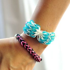 Video tutorial on how to make this rainbow loom bow with just one loom. Rainbow looms are the new friendship bracelet. Check it out!