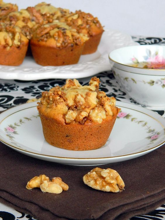 Chocolate Chip Banana Muffins with Candied Walnut Crunch | is there ...