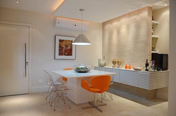 Apê de 55 m², em Niteroi, tem boxe para banho e pia integrados ao quarto - Casa e Decoração - UOL Mulher