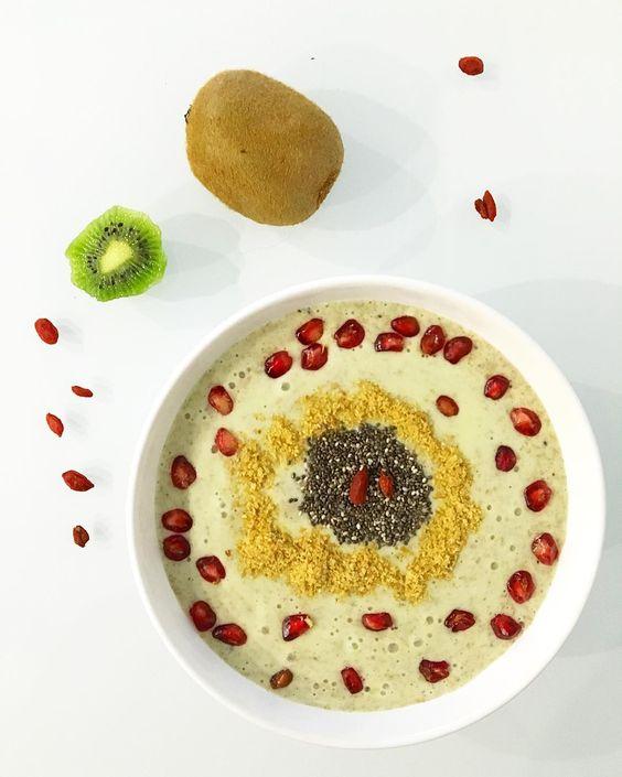 Bom Dia Hoje começamos a desintoxicar de ontem Pequeno-almoço: Smoothie Bowl Chia Linhaça Romã /  #breakfast #pornfood #pequenoalmoço #light #lowcarb #instafood #instafitness #goji #cleanfood #cafedamanha #cleaneating #desayuno #detox #foodporn #foodpic #fastfood #foodporn #fitnessfood #receitasmenshealth #glutenfree #chia #superfoods #paleo #foodstagram #instafood #greentea #instabreakfast #instagood #juntossomosmaisfit #smoothie by p_verdinho