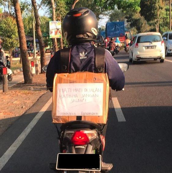 Hati-hati di jalan, hatinya jangan jalan-jalan/Instagram @weanupadhi