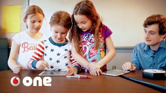 Robot con el q los niños aprenden a programar antes q a escribir #VodafoneOne vía @RO_BOTICA_
