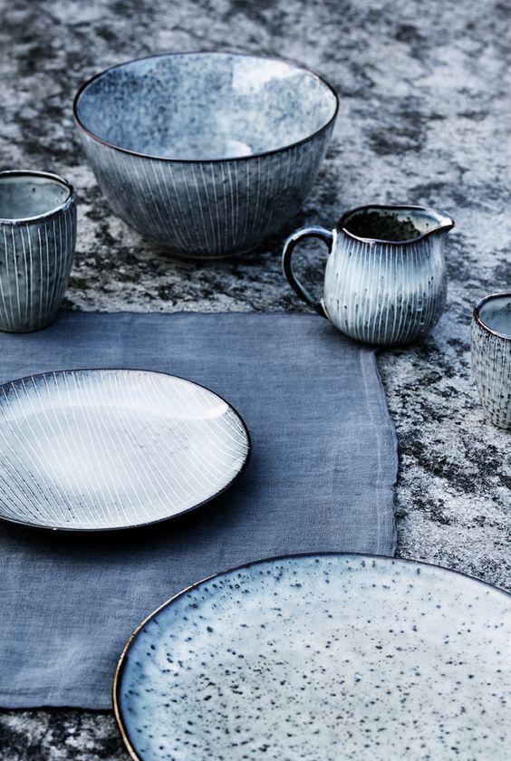 Keramik-in-Blau-Grautönen