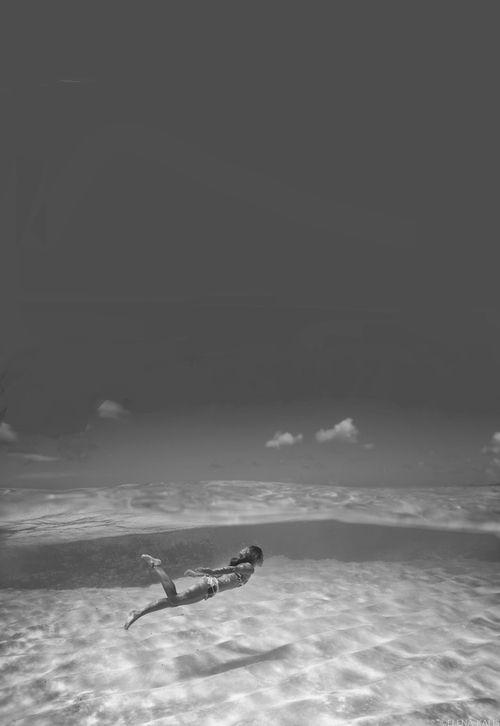 summertime swimming in the ocean photography black \ white - schwarz weiße küche