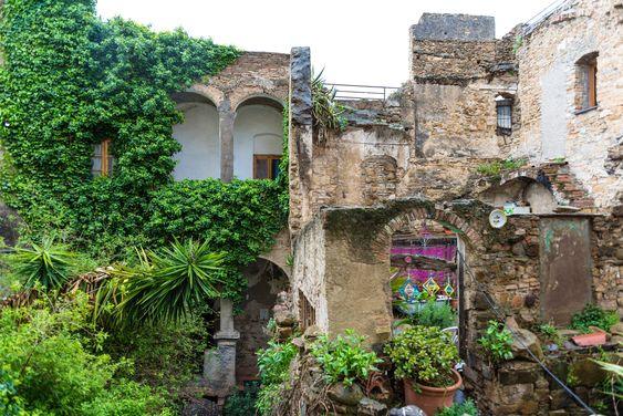 Having a walk in Bussana Vecchia the Artist's village of Liguria Ponente   itinari