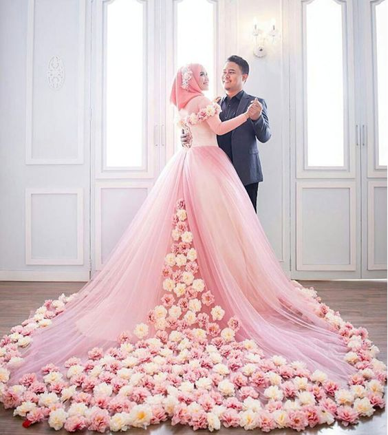 wedding dress made with flowers | stunning wedding gowns