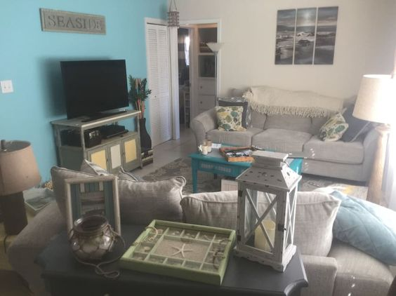 House in Clearwater, United States. Conveniently located less than 5 miles from Clearwater Beach, 2 miles from Downtown Dunedin. Great choices of dining, drinking, and shopping in either location. Less than mile from the Pinellas Trail. Less than 2 miles from Blue Jays Spring Traini...