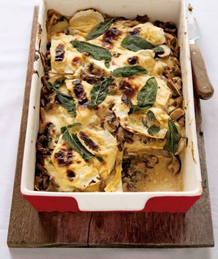 Heerlijk kruidige en stevige lasagne, met boerenworst, knolselderij, paddenstoelen en salie - Recept - Allerhande