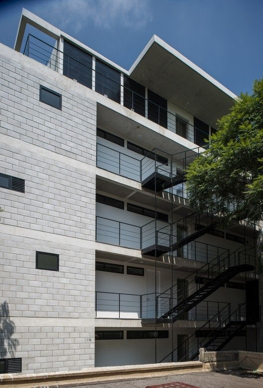 Galeria De Edificio Alfonso Reyes 200 Ambrosi I Etchegaray 13 Architecture Building Concrete House Apartment Building