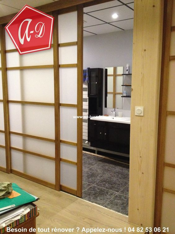 s parer l 39 espace avec une cloison coulissante de type japonisante cloison japonaise. Black Bedroom Furniture Sets. Home Design Ideas