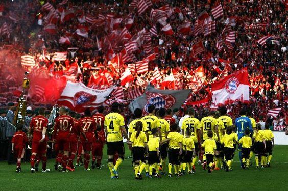 """Borussia Dortmund-Bayern Monaco: ecco perchè Der Klassiker è """"La Partita"""" (Parte 1) - http://www.maidirecalcio.com/2015/04/03/borussia-dortmund-bayern-monaco-ecco-perche-der-klassiker-e-la-partita-parte-1.html"""