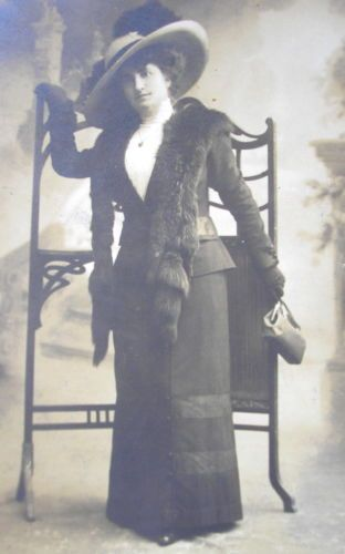LADY-w-EDWARDIAN-DRESS-LARGE-BRIM-HAT-w-FEATHER-MINK-STOLE-CABINET-PHOTO-PC