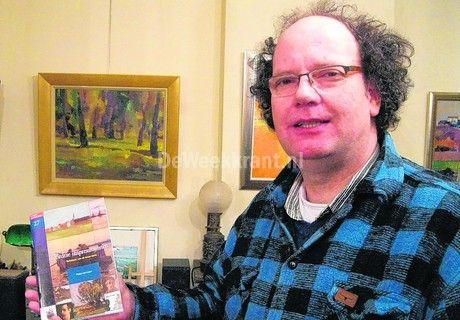 Een zichtbaar vermoeide Peter in een hectische periode. Zijn moeder was o.a. kort daarvoor overleden en de voorbereidingen rond het boekje liepen voor hem niet ideaal.  uit - DORDRECHT - De Dordtse impressionisten staan centraal in het nieuwe boekje in de serie Verhalen van Dordrecht. De Dordtse beeldend kunstenaar Peter van Loon is de auteur en hij heeft de impressionisten onder de loep genomen.