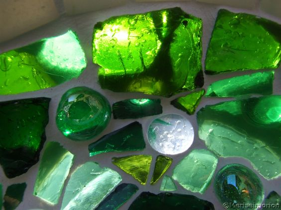 Grüne Glassteine