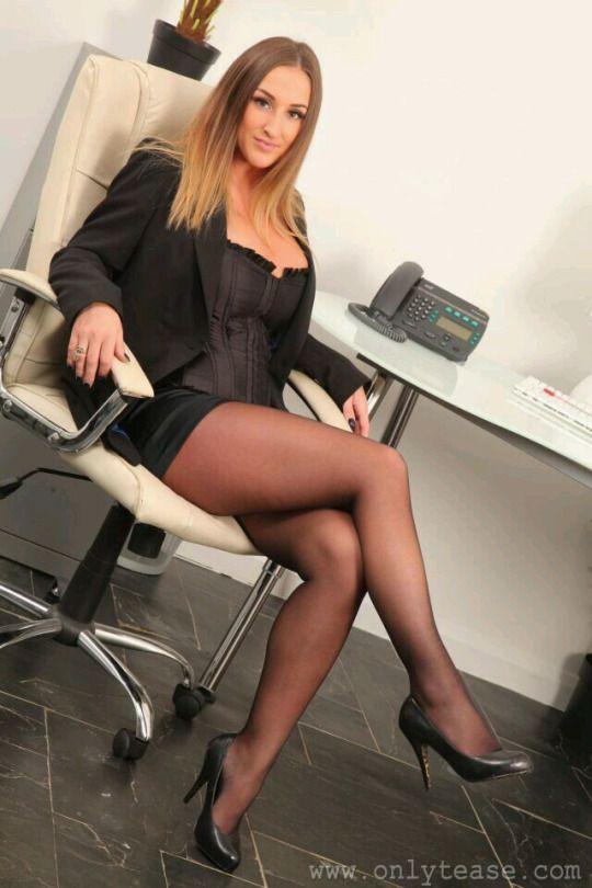 Mature women wearing sexy boots-9117